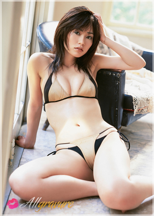 Momoko Tani - `On Display` - for ALLGRAVURE