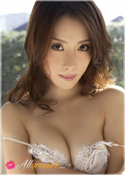 Saki Seto - `On My Knees` - for ALLGRAVURE