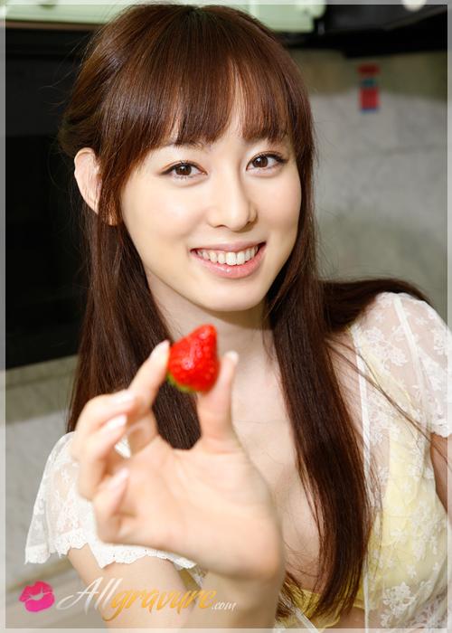 Rina Akiyama - `Pretty Peach` - for ALLGRAVURE