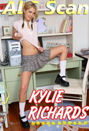 Entertaining Kylie - Set 1