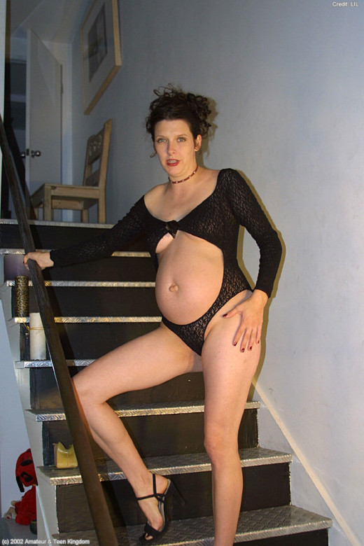 Kelly in pregnant gallery from ATKARCHIVES