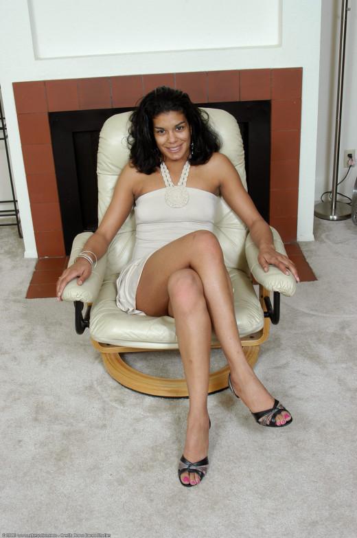 Bhabhi saree up ass pussy photo