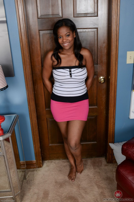 girl-monique-symone-shows-off-her-hot-ass