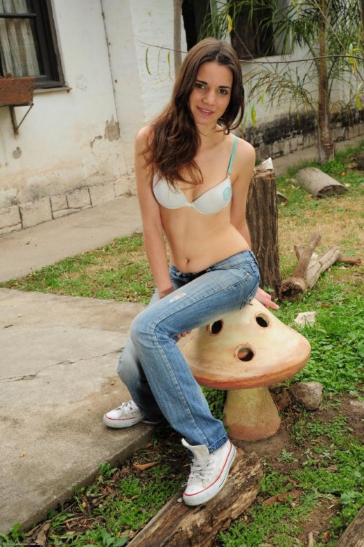 Banhina in exotic and hairy gallery from ATKPETITES