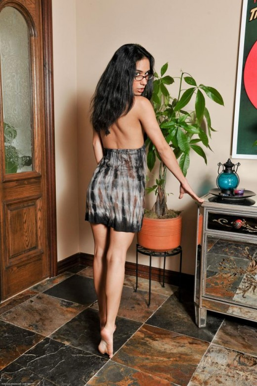 Sexy Latina Tia Cyrus flaunting her hot bare feet before riding cock cowgirl № 10109  скачать