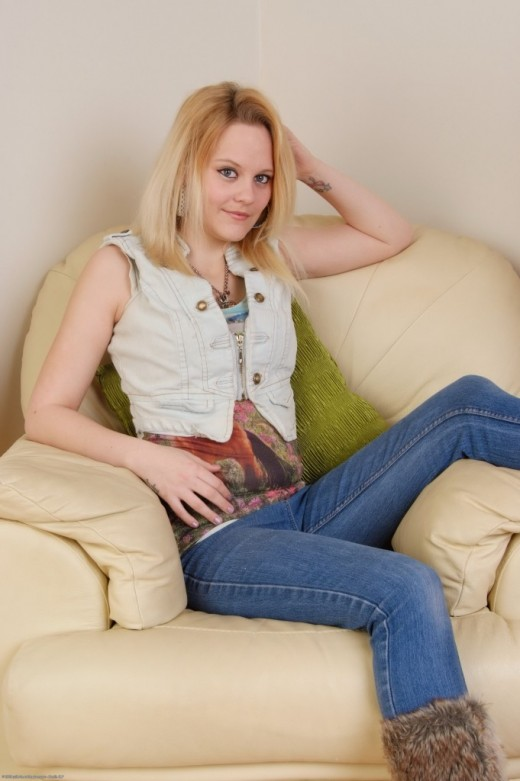 Kirsty in amateur gallery from ATKPETITES