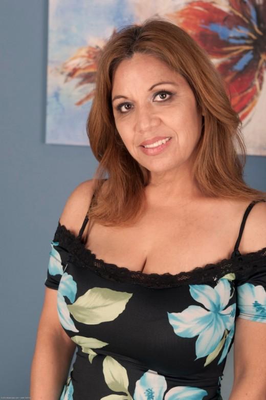 Marissa Vazquez will gladly reveal her big boobs and her shaved cunt № 744712 загрузить