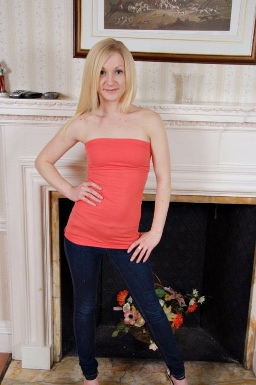 Sophie in amateur gallery from ATKPETITES