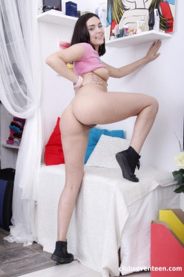 Jenny Sapphire  from CLUBSEVENTEEN