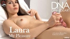 Laura  from DENUDEART