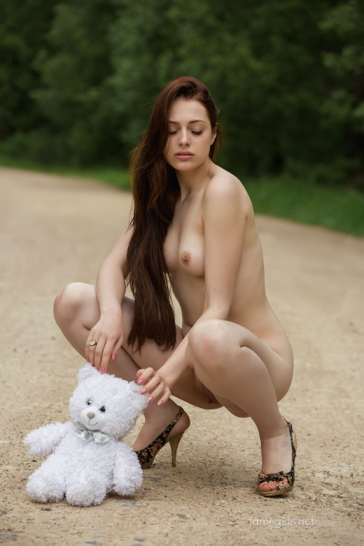 Isabella 019 gallery from FAMEGIRLS by Vlad R