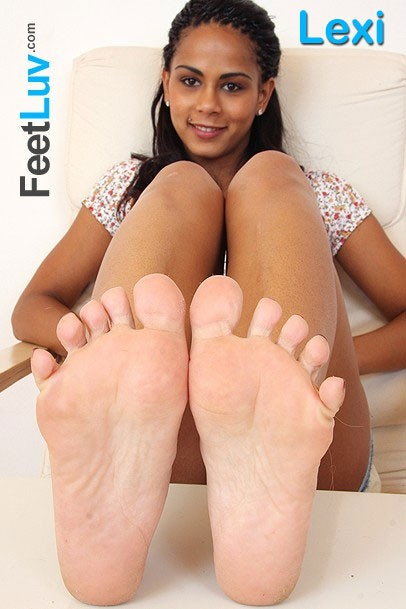 Lexi - for FEETLUV