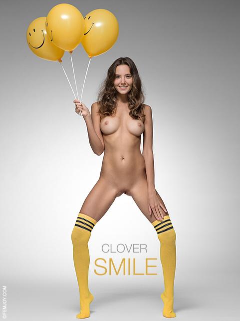 Clover in Smile gallery from FEMJOY by Stefan Soell