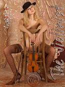 Julia - The Violinist