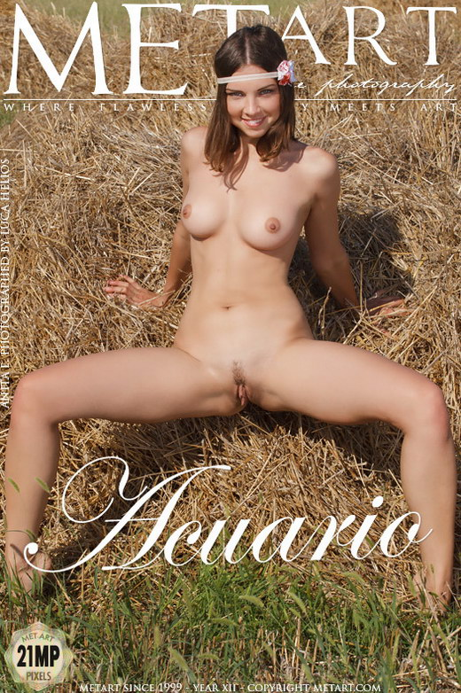 Anita E - `Acuario` - by Luca Helios for METART