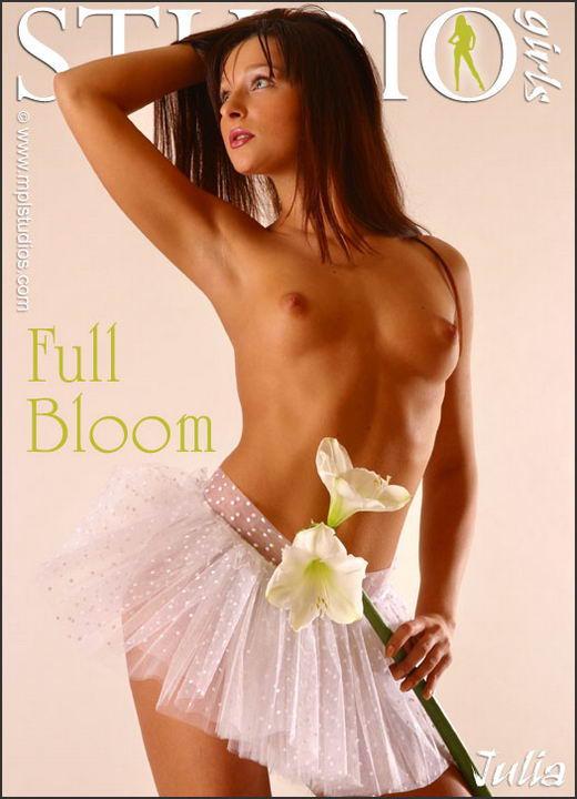 Julia - `Full Bloom` - by Alexander Fedorov for MPLSTUDIOS