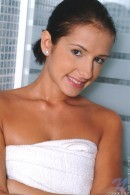 Nicole - Towel