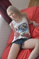 Kamilla - Watch me please myself