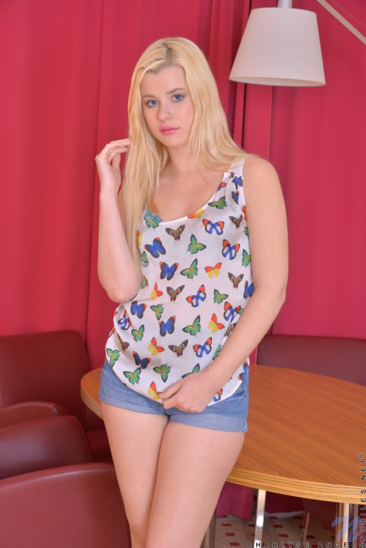 Teen blonde Charlyse Angel kisses throbbing big-headed penis № 737005 без смс