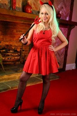 Hannah Claydon  from ONLYTEASE