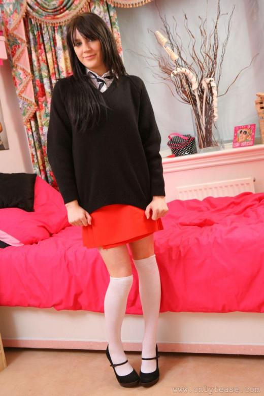 Frisky schoolgirl Samantha Bentley gets rid of her uniform and lingerie № 304741 без смс