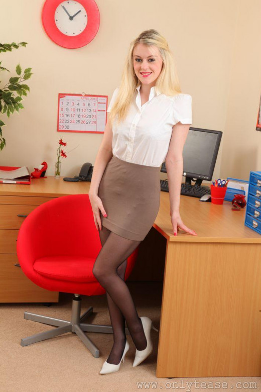 Pretty Amy Brooke with big tits is getting fucked in the office  1150295