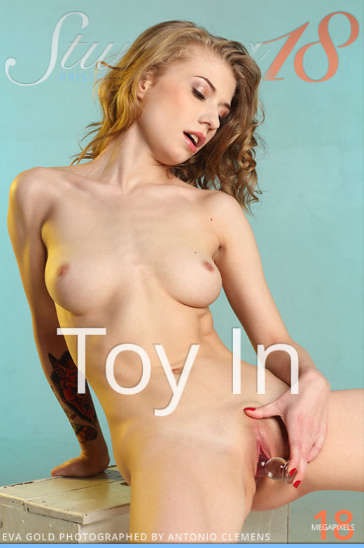 Eva Gold - `Toy In` - by Antonio Clemens for STUNNING18