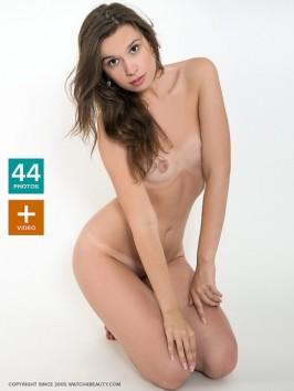 jaklin nude