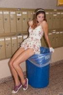 Amber Sym Trash Humper