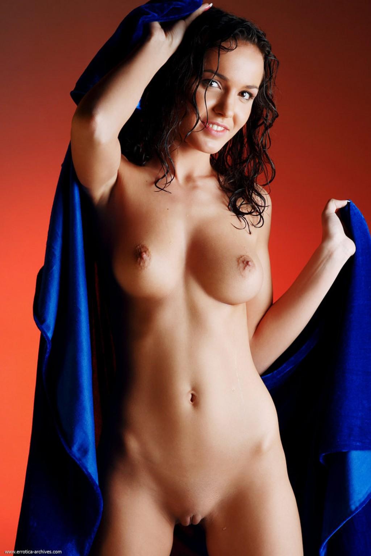 Oxana nude pics in Osuska shot by Erro | theNude.eu