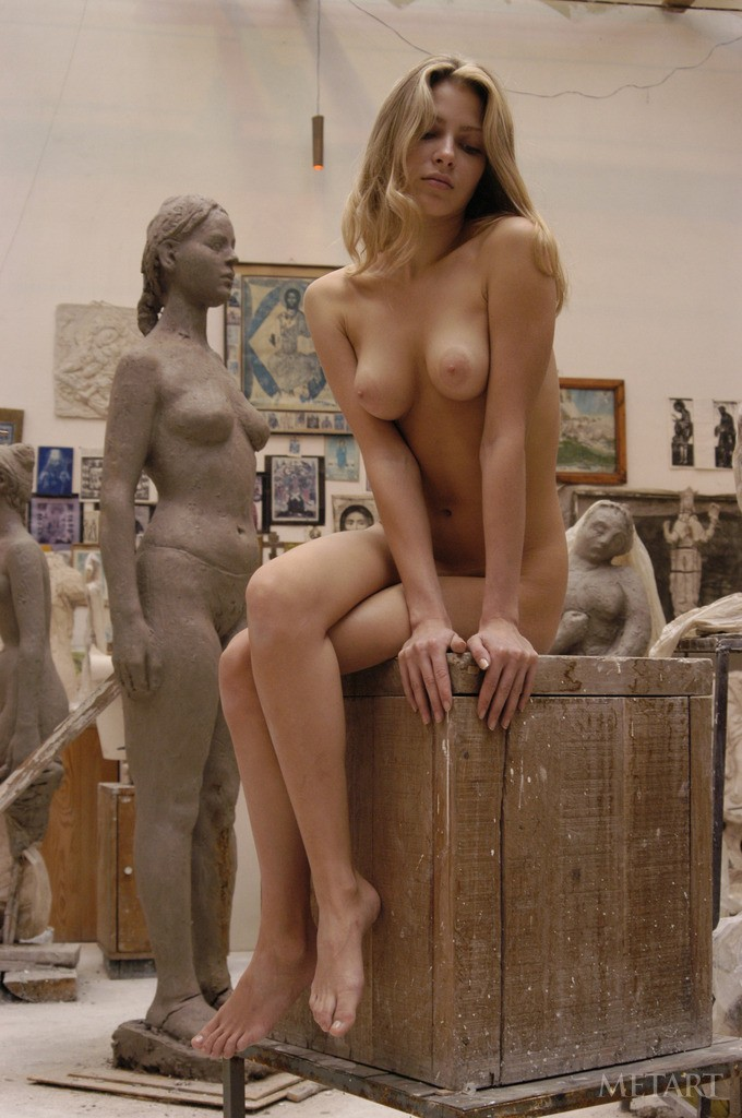 pose naked for an art class