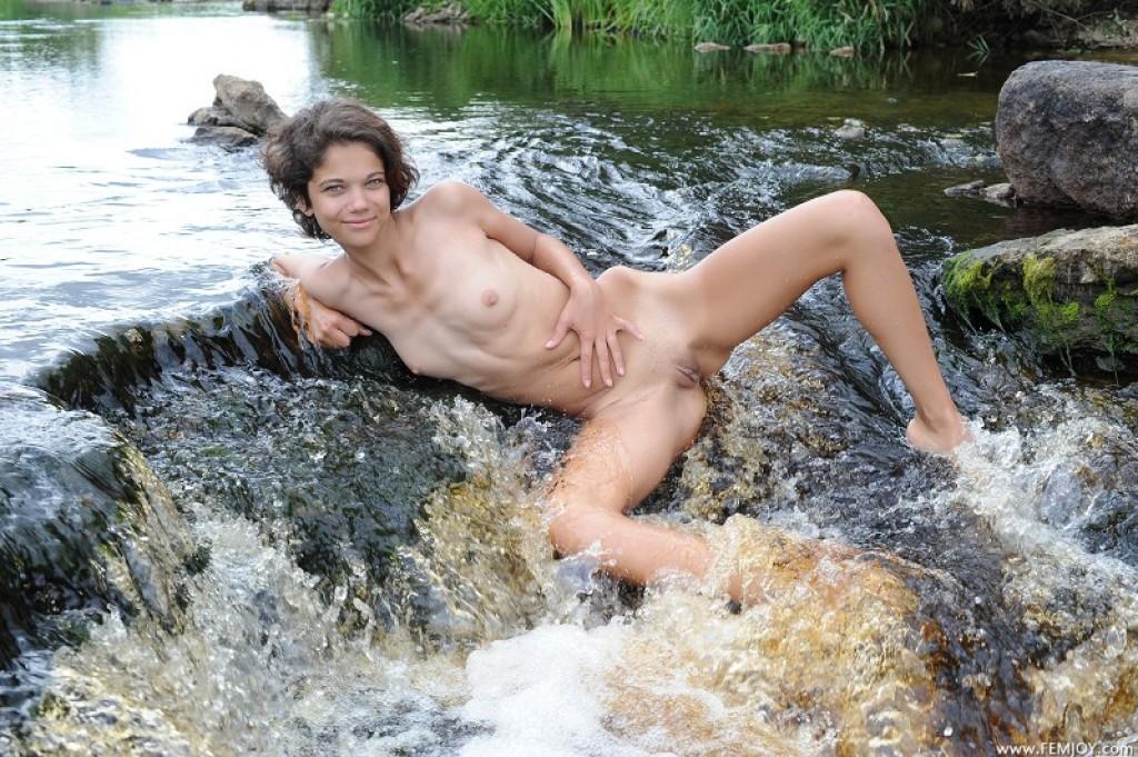 w nude tina