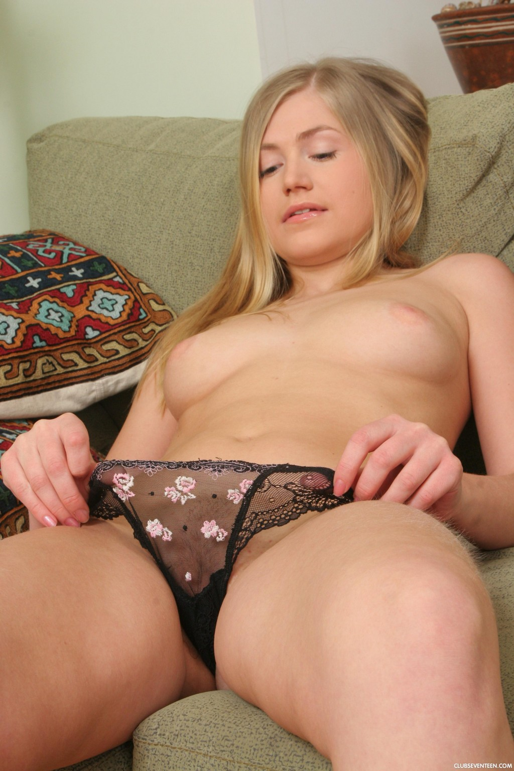 hot blonde virgin naked pics