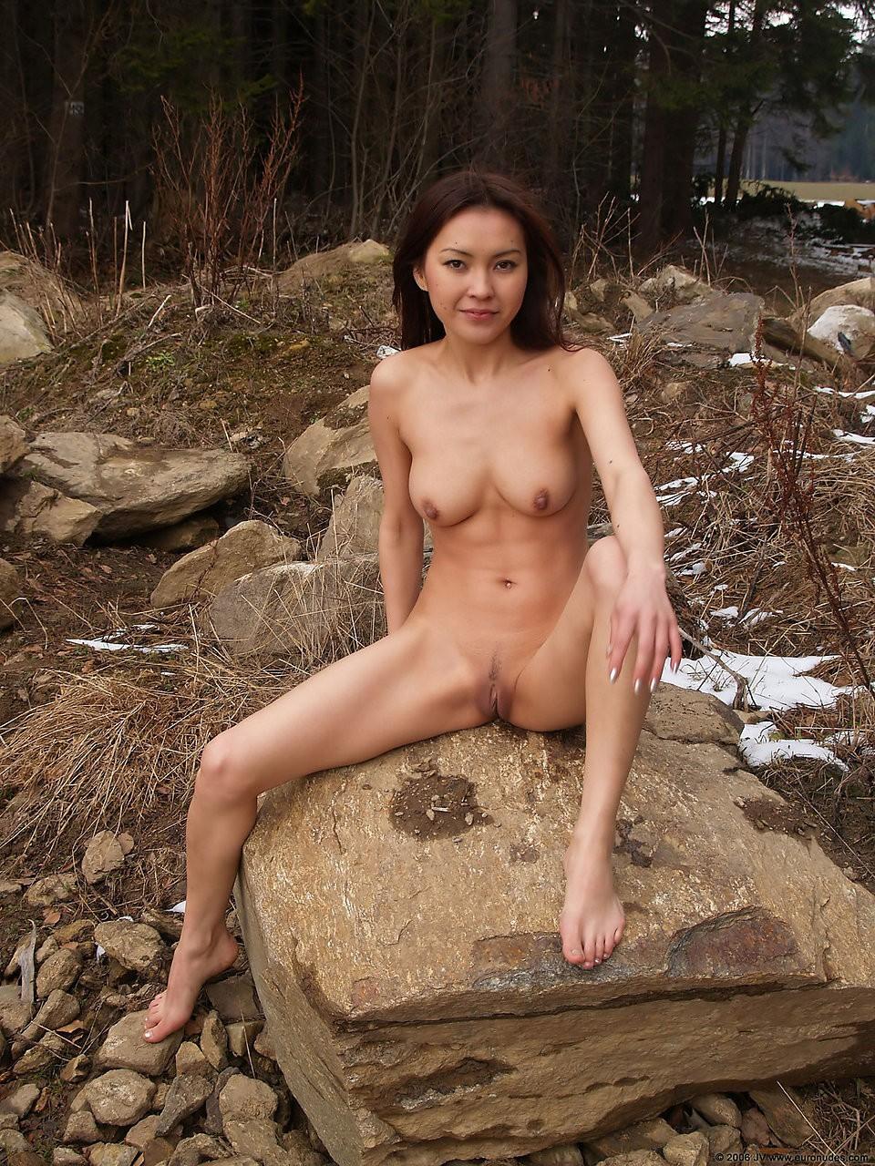 mongolka-golaya-video