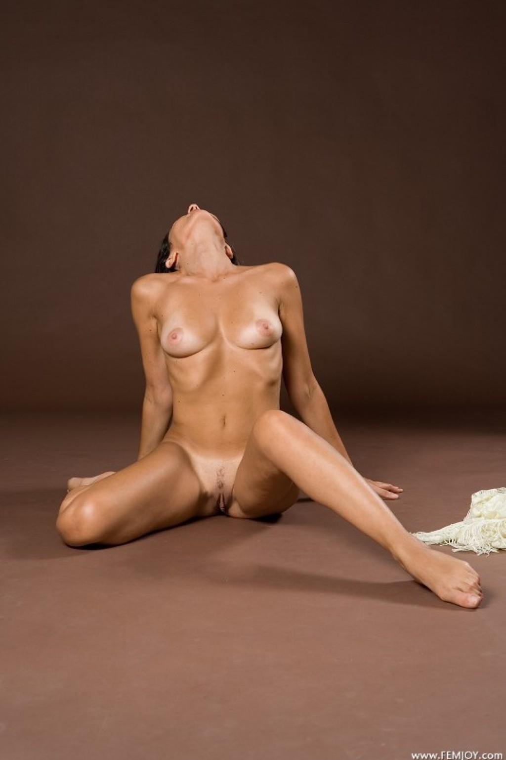 Chiara nude pics in Magic Of Curves shot by Lorenzo Renzi