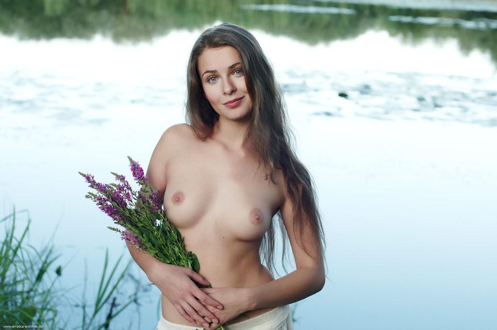 golie-russkie-krasavitsi-fotki-stroynaya
